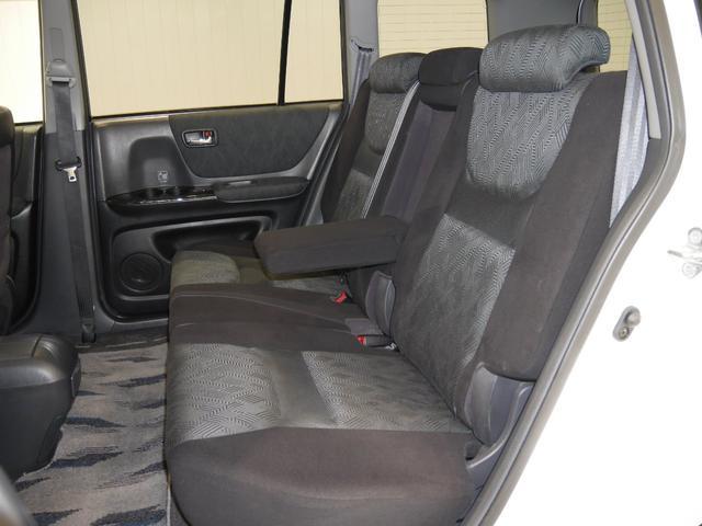 トヨタ クルーガーV FOUR Sパッケージ 4WD