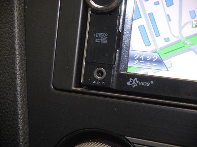 外部メディアプレイヤーが接続できるAUX付いてます