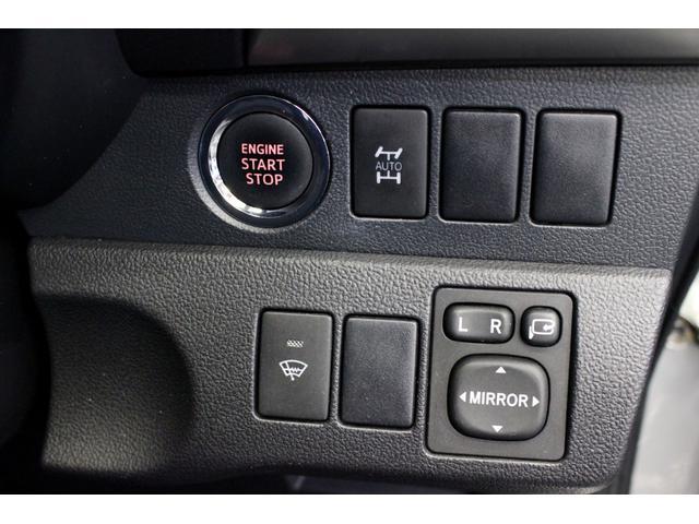 運転席のボタン類です。