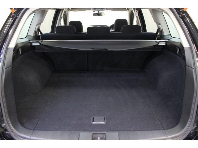 荷室スペースです。リアシートを倒すと更に広いスペースが確保できます。