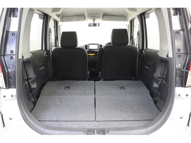 リアシートを倒すと、このように広いスペースを確保できます。