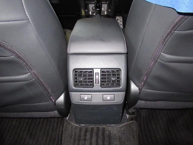 リヤシートにもシートヒーターが付いていてこれからの季節でも快適ですね!