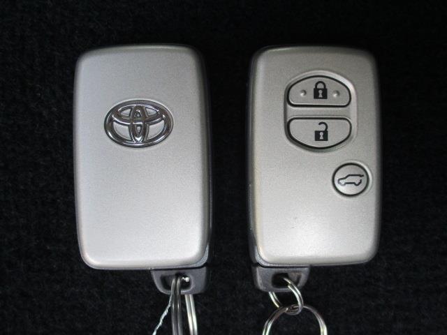【スマートエントリーシステム】スマートキーをバッグやポケットに携帯していれば、キーを取り出すことなくドアの解錠・施錠ができます。さらにエンジンの始動も可能です!