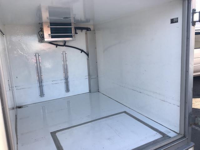 ベースグレード 冷凍冷蔵 4WD バックカメラ 冬タイヤ有(10枚目)