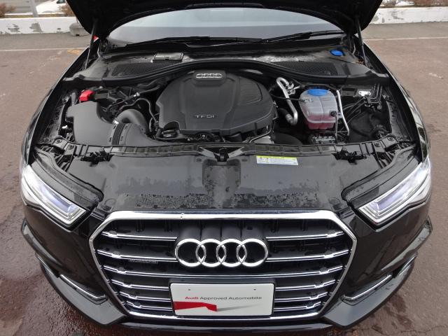 高出力と環境性能を両立するTFSIエンジン。排気量を小さくして環境性能を高めながら、ターボチャージャーにより力強いパワーとトルクを発揮します。より少ない燃料でより大きなパワーと走る喜びを生み出します。
