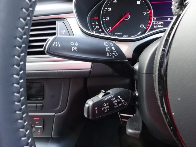 アダプティブクルーズコントロール快適なクルージングをキープ。ドライバーに代わって車間距離を一定に保ち、ブレーキ&アクセルを自動でコントロールしてアシストします。