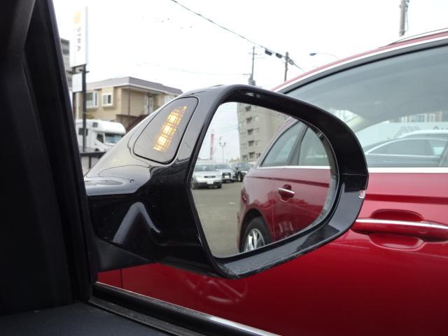 サイドアシスト。進路変更時に後方から接近する車両をLEDの光でドライバーに知らせます