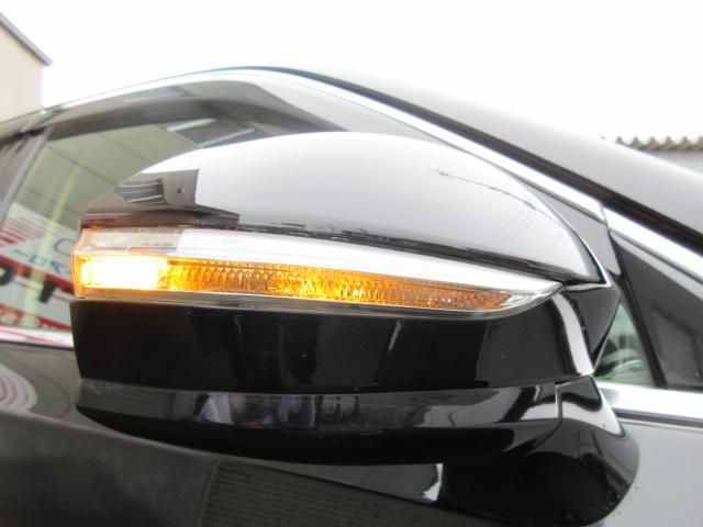 ロイヤルサルーンi-Four HDDナビDTV 夏冬タイヤ エンジンスターター 前後ドライブレコーダー ETC オートクルーズコントロール ドアバイザー バックモニター(16枚目)
