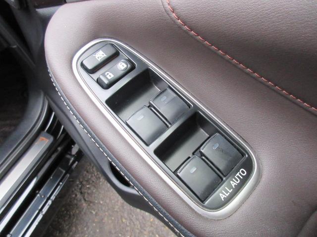ロイヤルサルーンi-Four HDDナビDTV 夏冬タイヤ エンジンスターター 前後ドライブレコーダー ETC オートクルーズコントロール ドアバイザー バックモニター(45枚目)