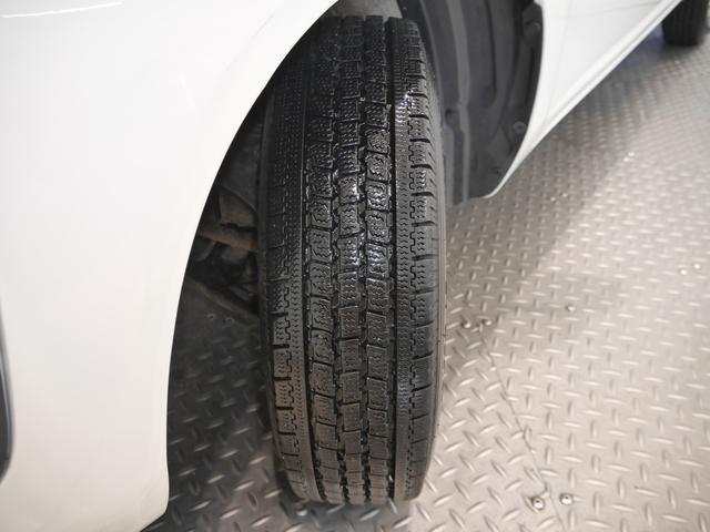 現着タイヤはスタッドレスタイヤです
