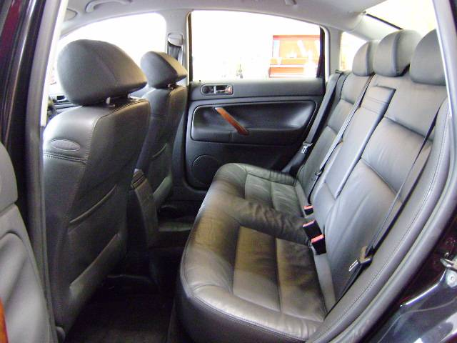 フォルクスワーゲン VW パサート V6 4モーション後期モデル 純正MMCSナビ 黒革Pシート
