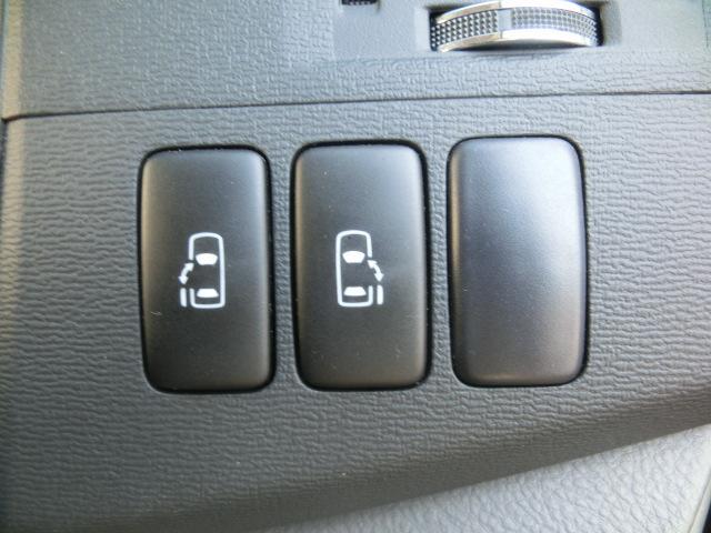 トヨタ アイシス プラタナGエディション4WD 禁煙車 純正HDDナビBカメラ
