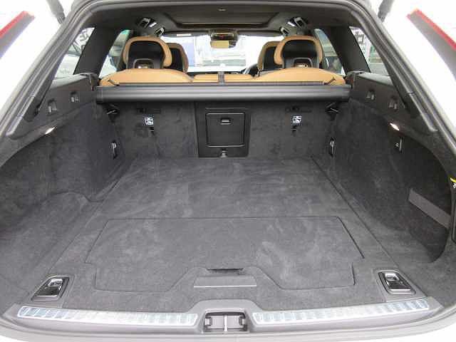 ボルボ ボルボ V90 T6 AWD インスクリプション B&Wプレミアムサウンド