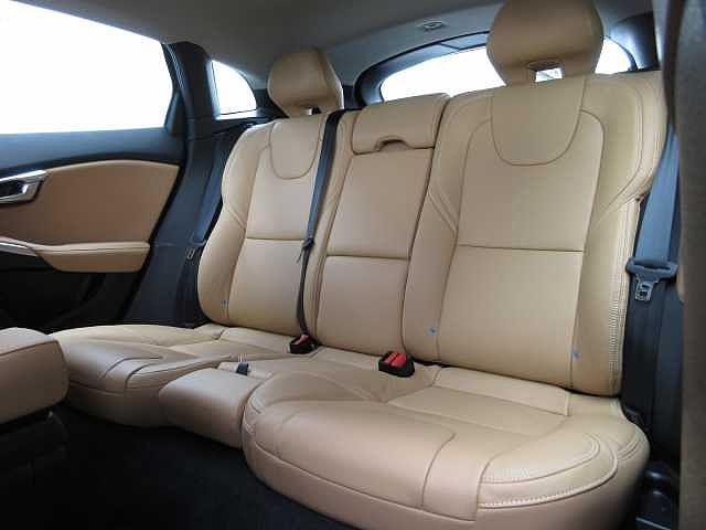 ボルボ ボルボ V40 クロスカントリーT5AWD サマム アンバーレザーシート