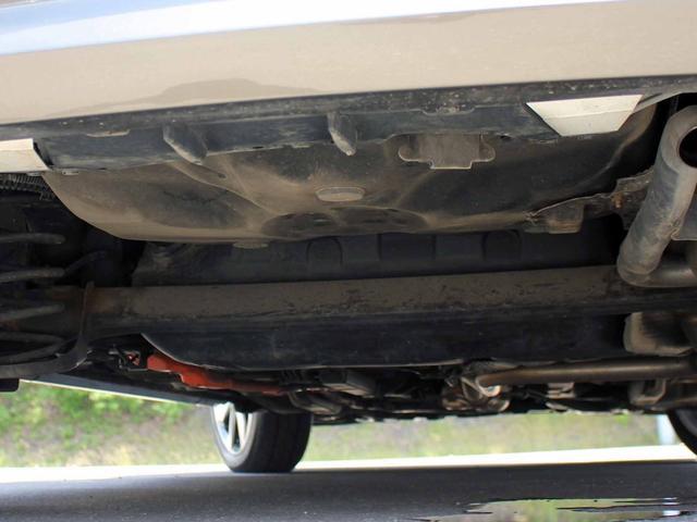 X-アーバン SDナビ フルセグTV バックカメラ 寒冷地仕様 ETC ハーフ黒レザーシート キセノンライト ワイパーデアイサー ステアリングスイッチ 横滑り防止(17枚目)