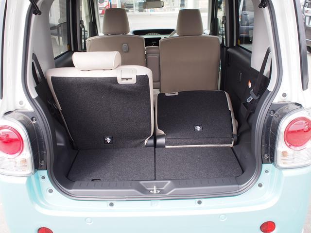 後席は左右別々に前後スライドでき、また折りたたむことが出来ます。荷物の量や乗る人数に応じてシートアレンジができます。