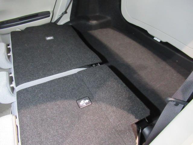 後部座席を倒した状態の荷室スペースです