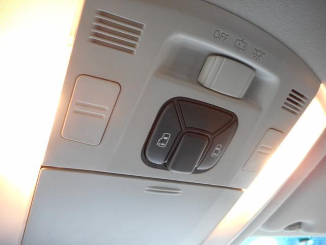 今やミニバンの必需装備である電動スライドドア。当ヴェルファイアにも左右装備しております。