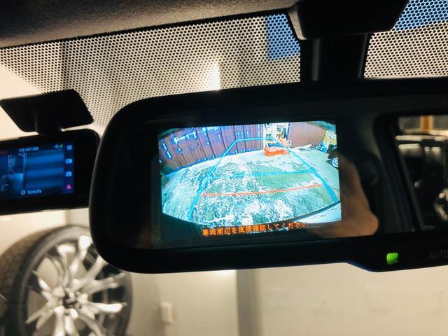 ☆純正オプバックモニター内蔵自動防眩インナーミラーが装着されています。駐車時も安心♪