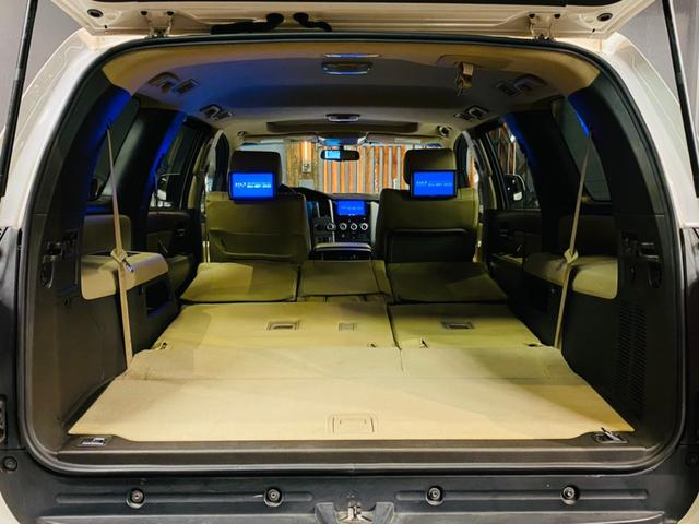セカンドシートの背もたれを倒すとさらにラゲッジスペースが広がりますのでたくさん荷物を積み込むことができます!!ゴルフバックなどはラクラク積み込めちゃいます★
