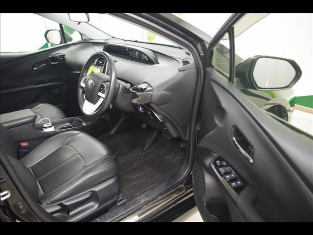 S 社外18インチアルミホイール 革調シートカバー デアイサー サンルーフ 社外ツインマフラー アルパイン9型ナビ 社外スピーカー プリクラッシュセーフティー LEDヘッドライト LEDルームランプ(13枚目)