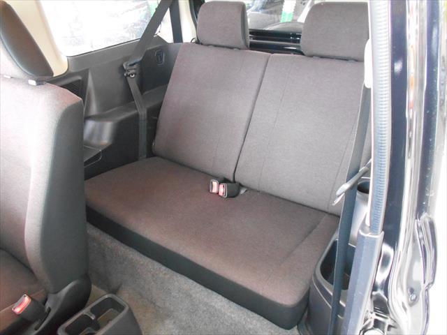 後部座席には目立った汚れはないきれいな状態です!