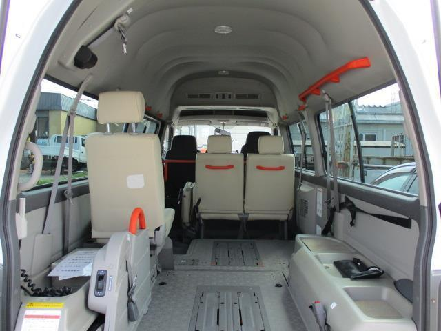 車椅子移動車 4WD 10人乗 オートステップ リアヒーター(12枚目)