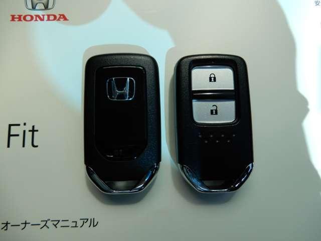 ホンダ フィット 13G・Fパッケージ ファインエディション 4WD 社外ナビ