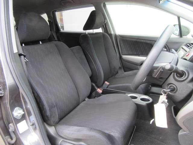 1列目シートはセパレートタイプです!座り心地の良いシートになっております!