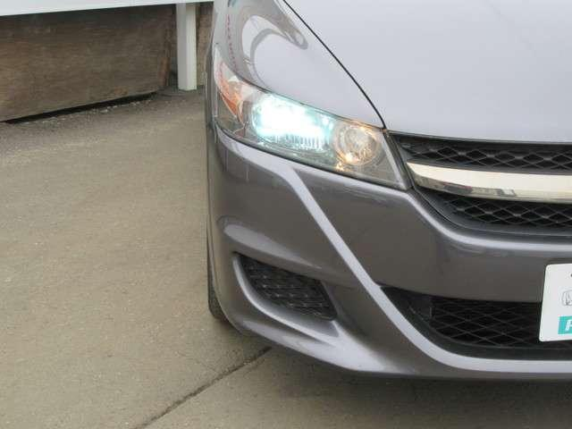 純正ディスチャージヘッドライト付き!夜間走行、霧などの見通しの悪い状況にとっても役に立ちます!