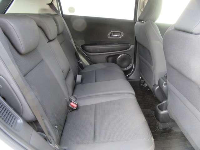 セカンドシートはベンチタイプです!座り心地の良いシートになっております!