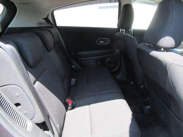 後部座席もこの広さ☆同乗者の方にもゆったりくつろいでいただけます♪