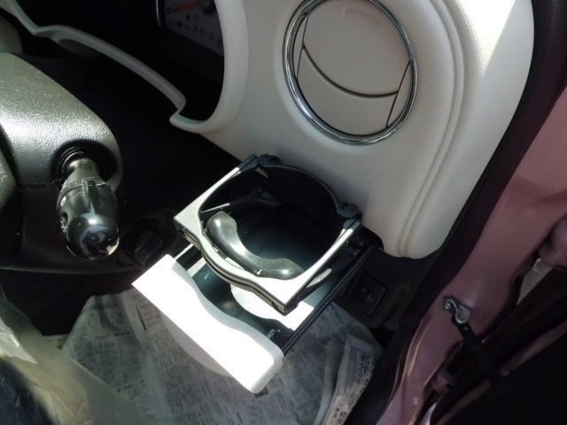 運転席側格納式ドリンクホルダーです!