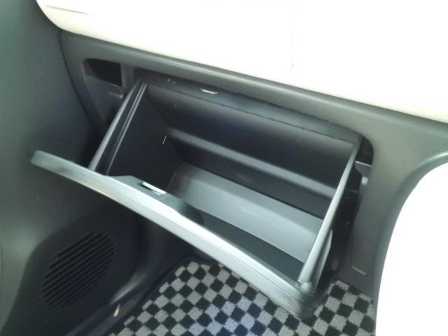 助手席側には大型グローブボックスが装備されています!