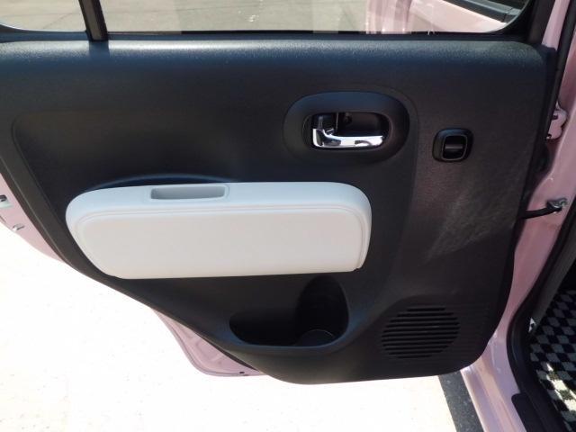 助手席側後席ドアパネルです!目立つような傷等はほとんどございません!