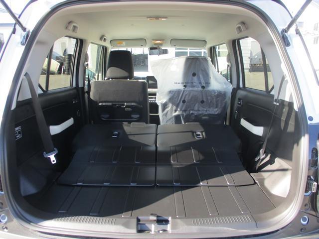シーンに合わせて後席を前方にスライドさせれば荷室の容量が拡大!ラゲッジ側からもラクに操作できます^^