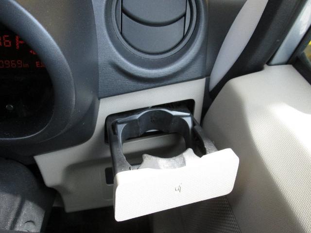 運転席と助手席にはドリンクホルダー装備☆