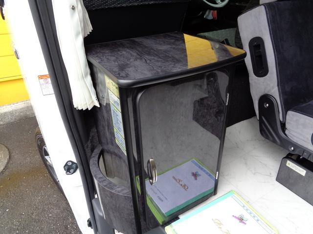 SロングワイドDX 4WD キャンピング 走行6,500km シンク ベッド 電子レンジ 冷蔵庫 リヤガソリンヒーター カーテン テレビ ボディーコーティング 下廻防錆 車庫保管 左パワスラ モデューロエアロ ワンオーナ(11枚目)