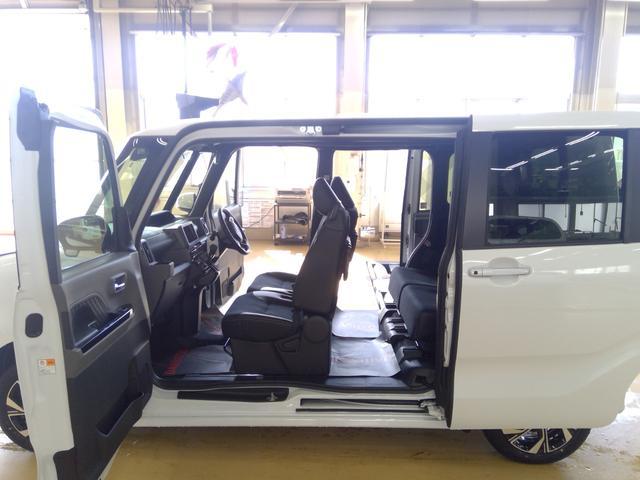 カスタムXセレクション 4WD スマートアシスト 両側パワースライドドア スマートキー LEDヘッドライト LEDフォグランプ オートライト オーディオレス オートエアコン 運転席・助手席シートヒーター 後席テーブル(9枚目)