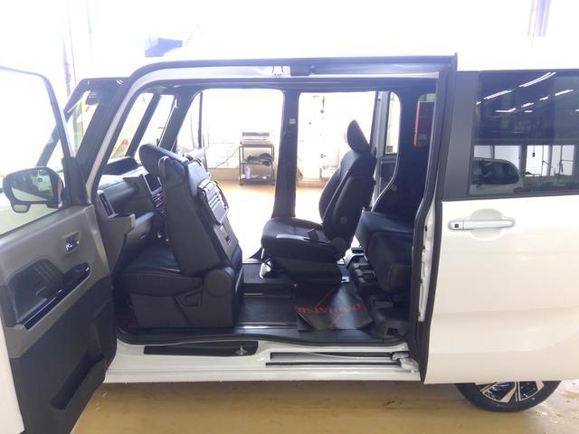 カスタムXセレクション 4WD スマートアシスト 両側パワースライドドア スマートキー LEDヘッドライト LEDフォグランプ オートライト オーディオレス オートエアコン 運転席・助手席シートヒーター 後席テーブル(10枚目)