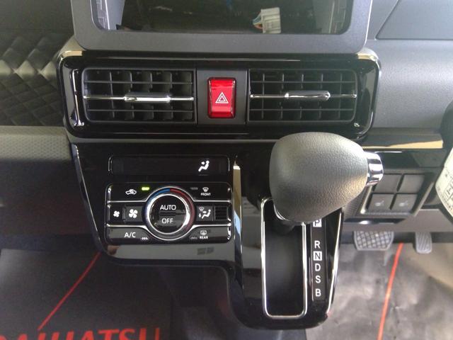 カスタムXセレクション 4WD スマートアシスト 両側パワースライドドア スマートキー LEDヘッドライト LEDフォグランプ オートライト オーディオレス オートエアコン 運転席・助手席シートヒーター 後席テーブル(18枚目)