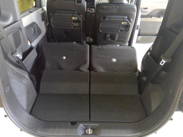 カスタムXセレクション 4WD スマートアシスト 両側パワースライドドア スマートキー LEDヘッドライト LEDフォグランプ オートライト オーディオレス オートエアコン 運転席・助手席シートヒーター 後席テーブル(21枚目)