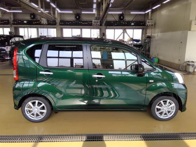 XリミテッドII SAIII 4WD スマートアシスト アイドリングストップ VSC(横滑り抑制機能) オーディオレス プッシュスタート オートエアコン オートライト 運転席シートヒーター アルミホイール(4枚目)