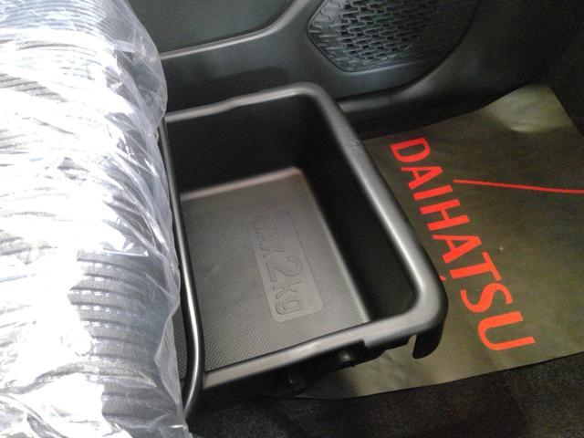 XリミテッドII SAIII 4WD スマートアシスト アイドリングストップ VSC(横滑り抑制機能) オーディオレス プッシュスタート オートエアコン オートライト 運転席シートヒーター アルミホイール(24枚目)
