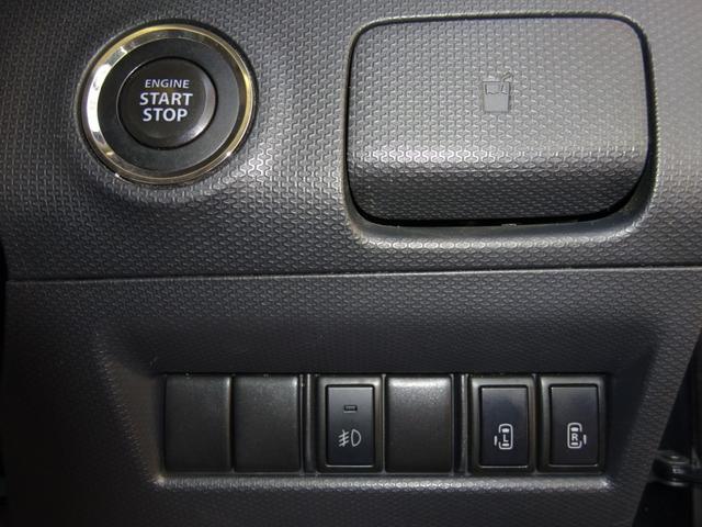 後部座席のスライドドアは左右どちらも電動となっておりますので利便性が高いです!