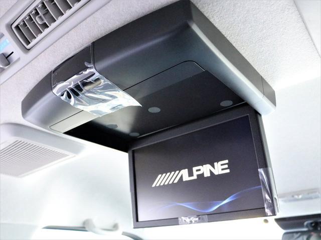 アルパイン フリップダウンモニター10型搭載! 後席乗員も快適に映像をお楽しみいただけます!