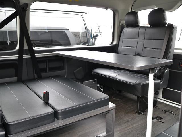 着脱可能なスライド式サイドテーブル! ベッドマットも勿論外せるので場面に合わせたシート展開をお楽しみいただけます!