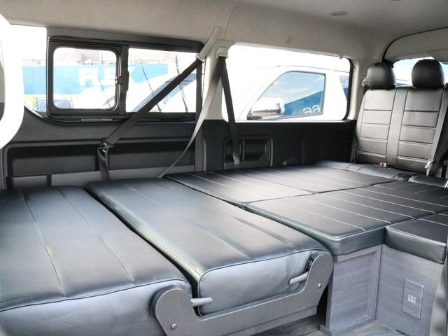 ベッドマットをすべてつけ、2列目座席をフラットにした状態です!