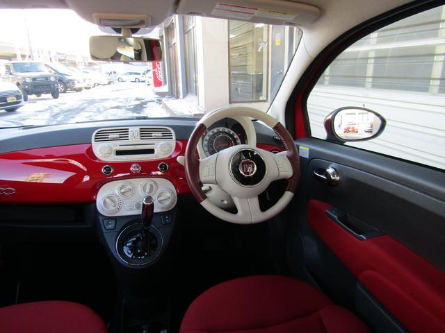 ツインエア ポップ 900cc 2気筒ターボ ATモード搭載デュアロジック5段ミッション イラリアンフラッグフェンダーバッヂ キセノンライト 赤基調内装 クロームバンパーモールディング CDラジオ ETC AT限定免許可(3枚目)