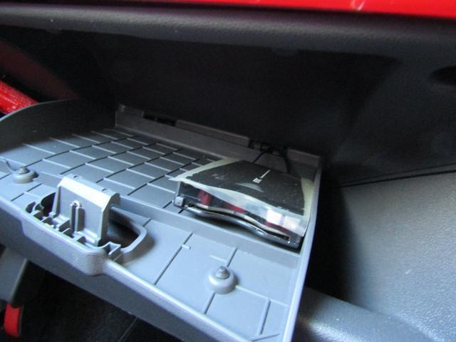 ツインエア ポップ 900cc 2気筒ターボ ATモード搭載デュアロジック5段ミッション イラリアンフラッグフェンダーバッヂ キセノンライト 赤基調内装 クロームバンパーモールディング CDラジオ ETC AT限定免許可(7枚目)